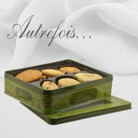 Boîte décorée Assortiment de 25 biscuits 700 gr